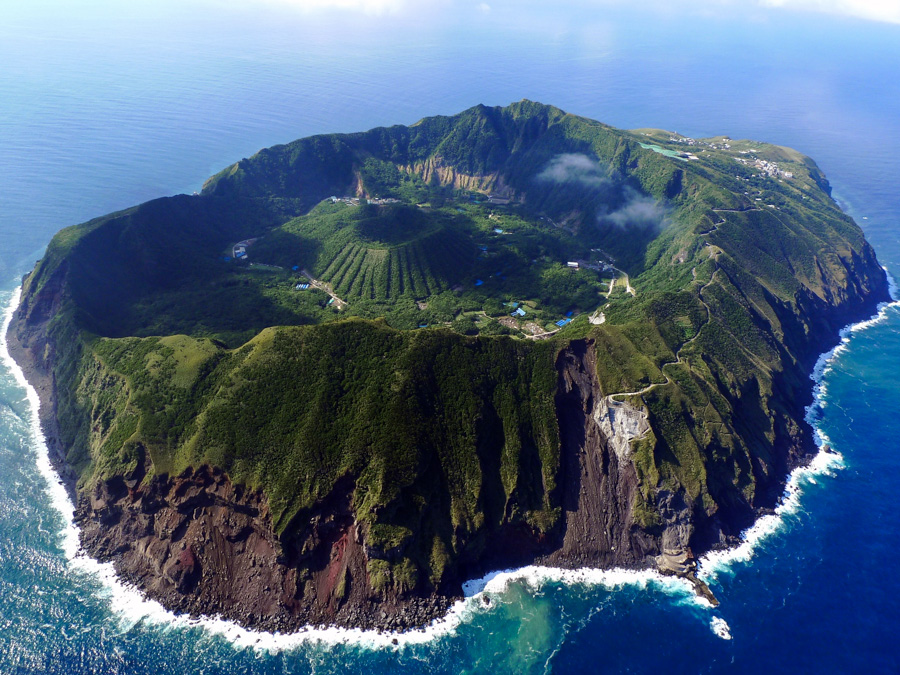 1_villagers live volcano