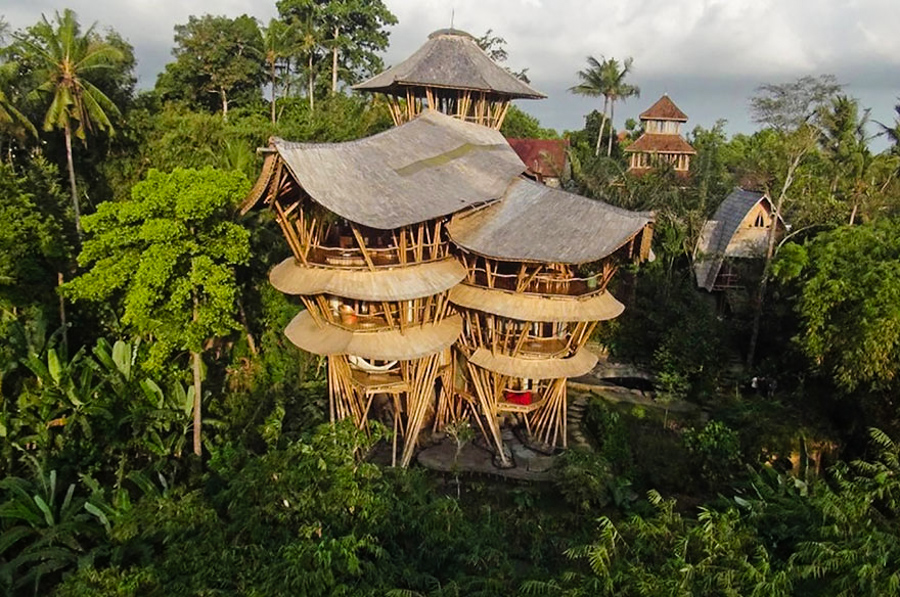 2_House made of bamboo