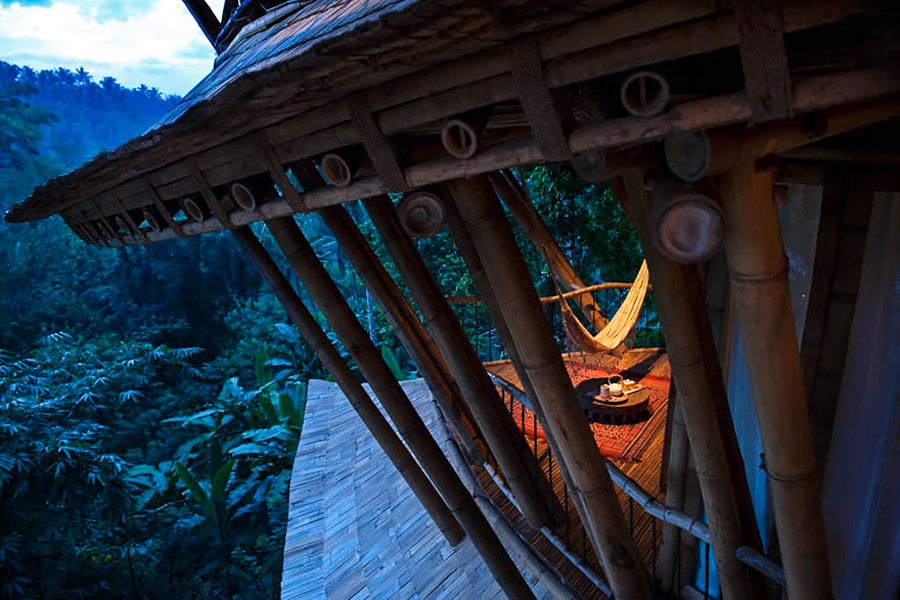 9_House made of bamboo