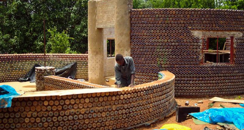 1_House made of plastic bottles