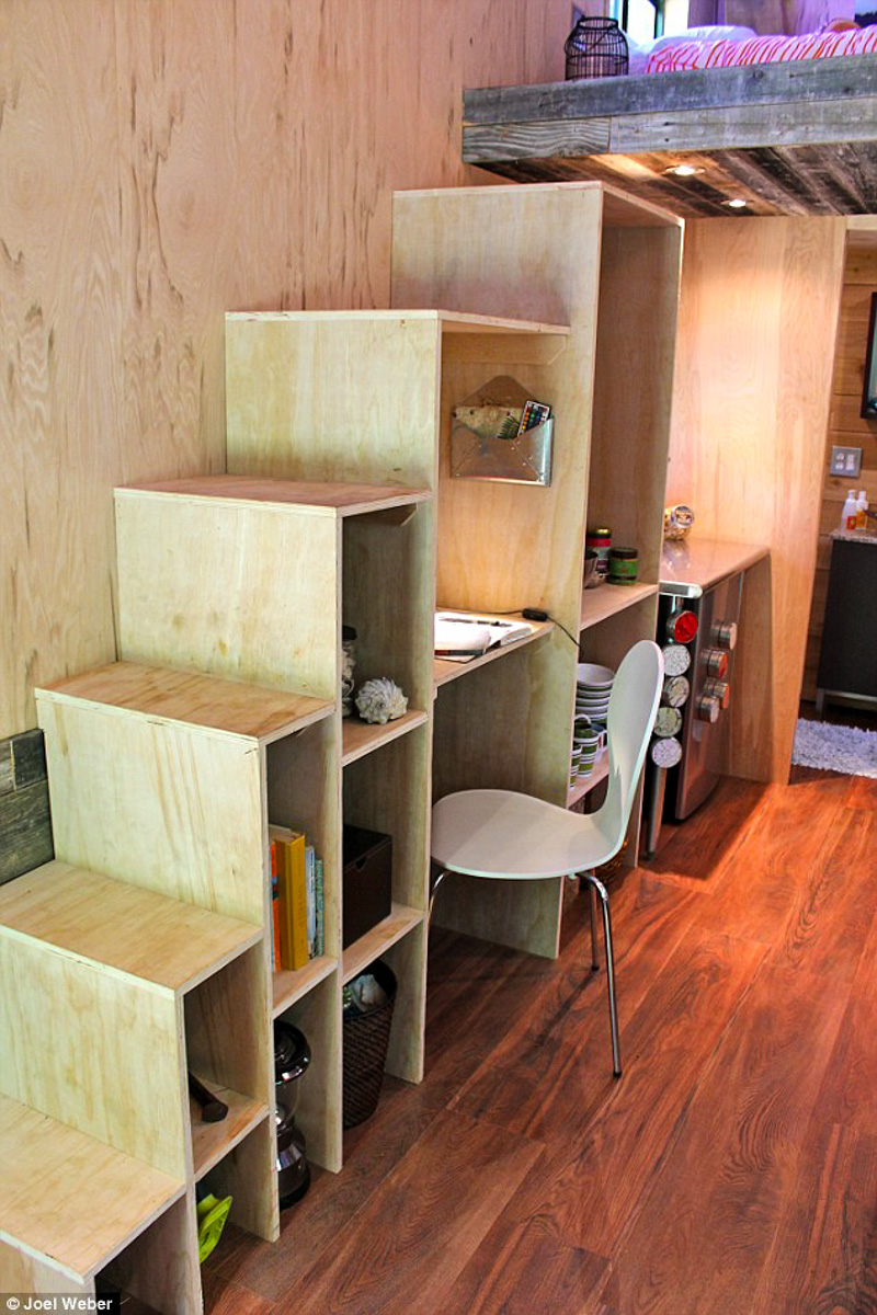 4student builds tiny home