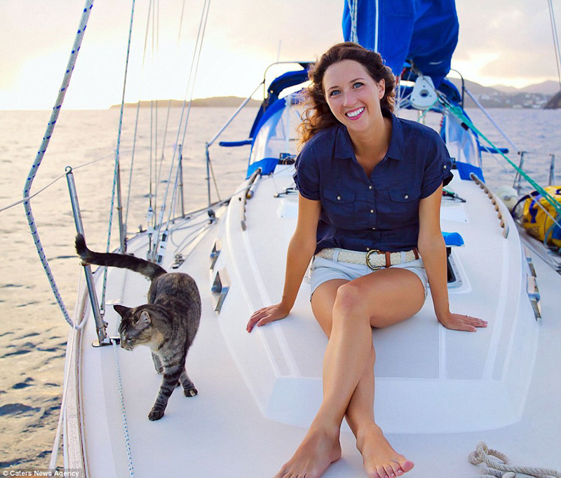 9_Couple Sails around world with their cat