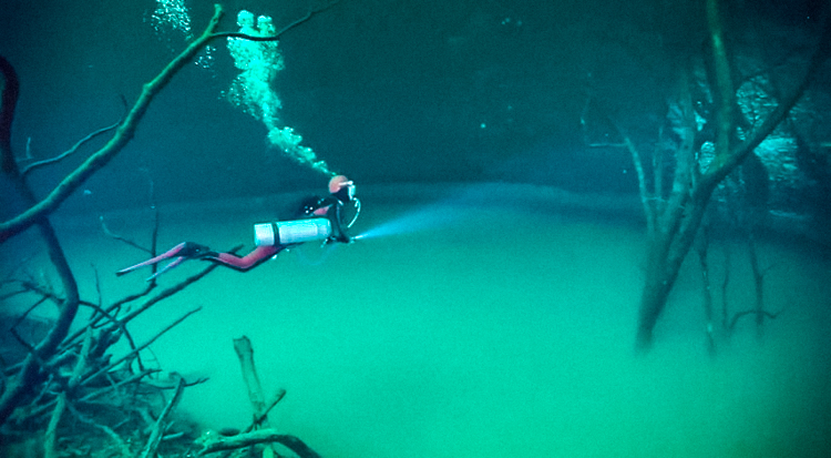 6_amazing underwater river