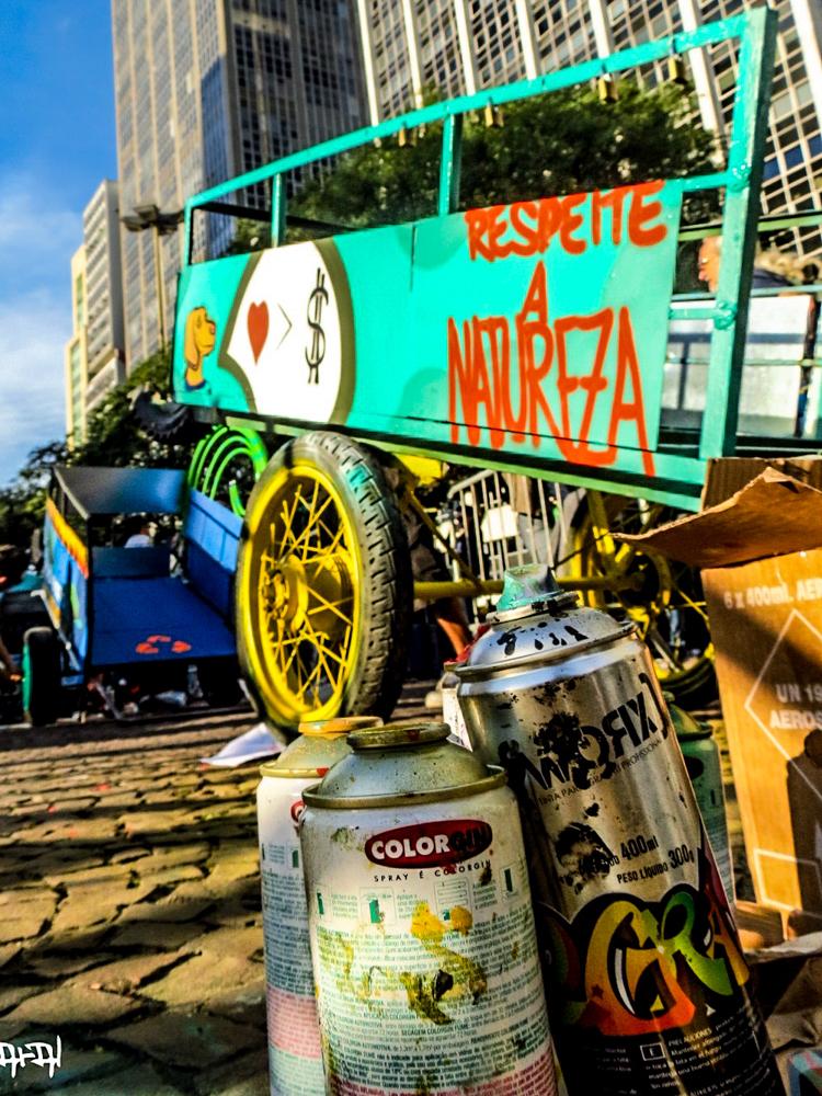15_trash carts into art