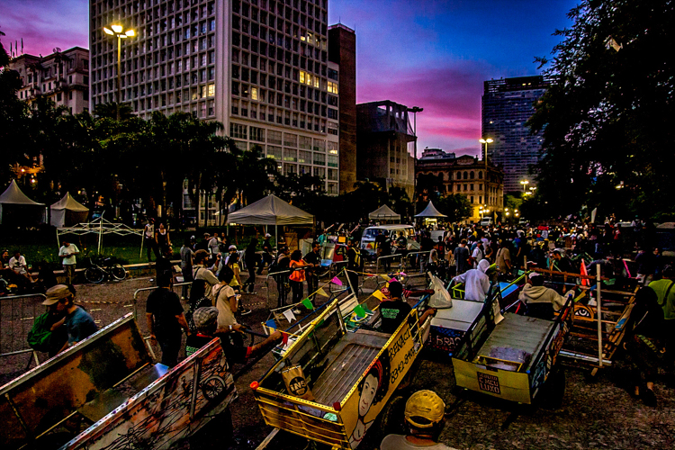 18_trash carts into art