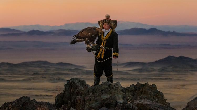 2_girl_golden eagle that hunts wolves