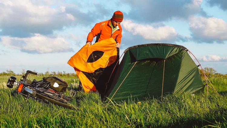 2_sleeping bag and tent hybrid