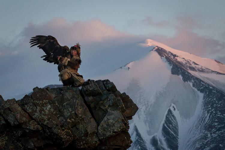 5_girl_golden eagle that hunts wolves