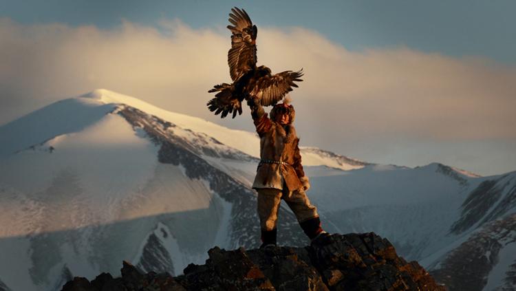 6_girl_golden eagle that hunts wolves