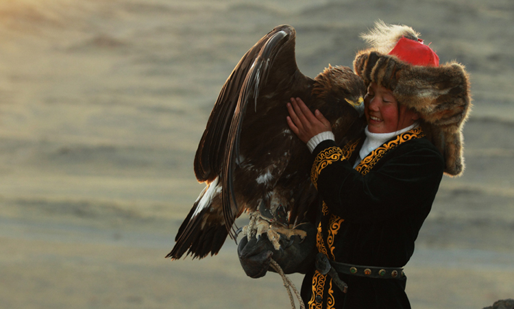 7_girl_golden eagle that hunts wolves