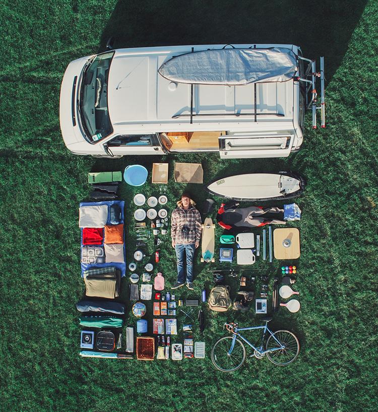 3_VW camper van couple traveling