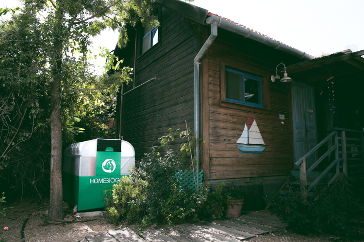 3_home-sized composting unit