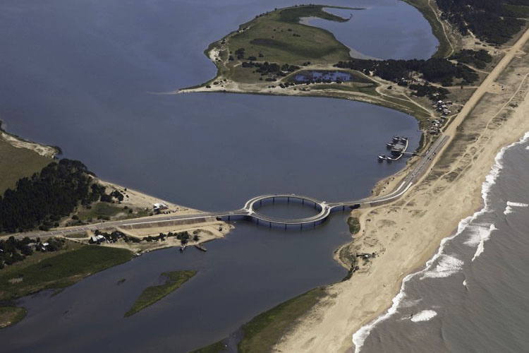 1_circular bridge in uruguay