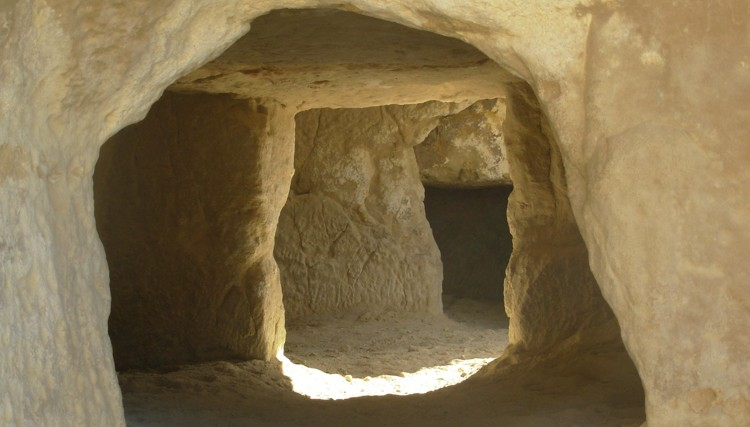 5_hippie caves of Matala that Joni Mitchell called home