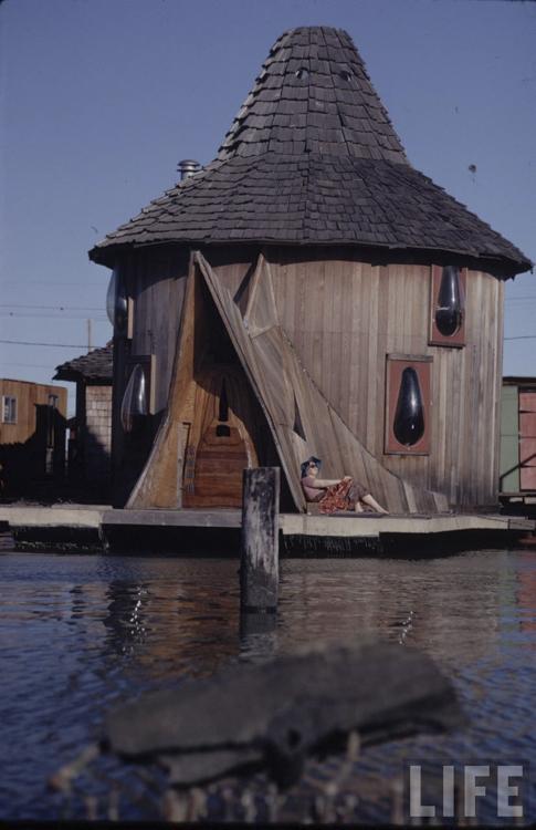 7_houseboat community