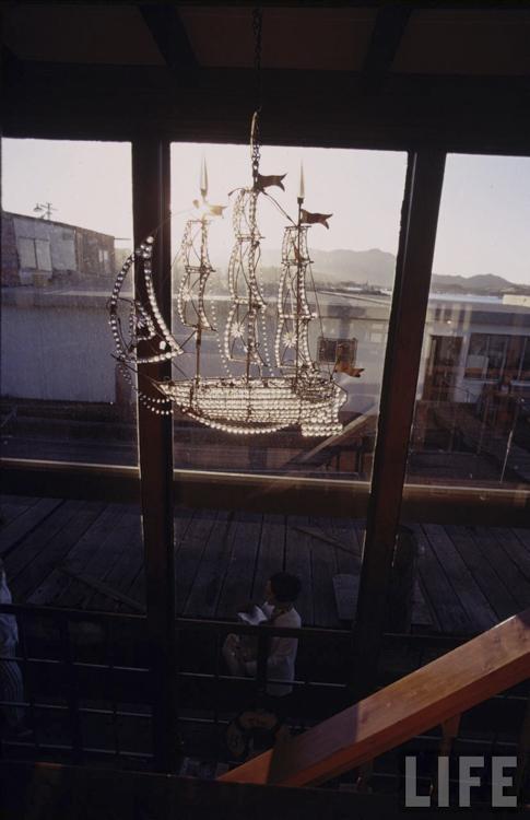 8_houseboat community