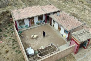 1_the only resident of this Chinese village