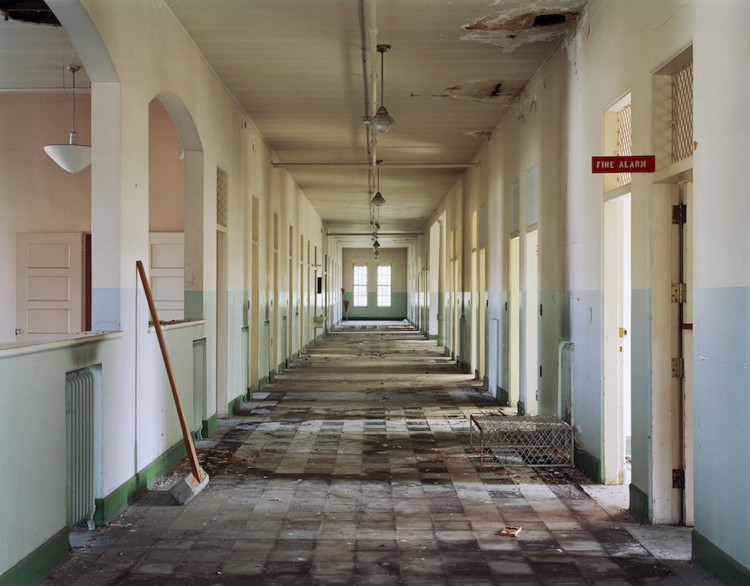 14_haunting scenes from 70 psychiatric hospitals
