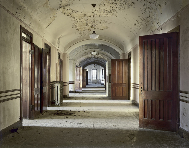 5_haunting scenes from 70 psychiatric hospitals