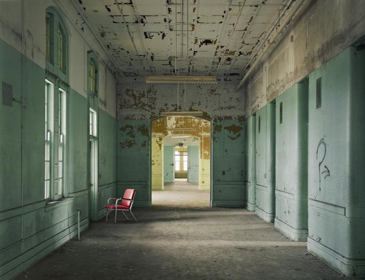 8_haunting scenes from 70 psychiatric hospitals