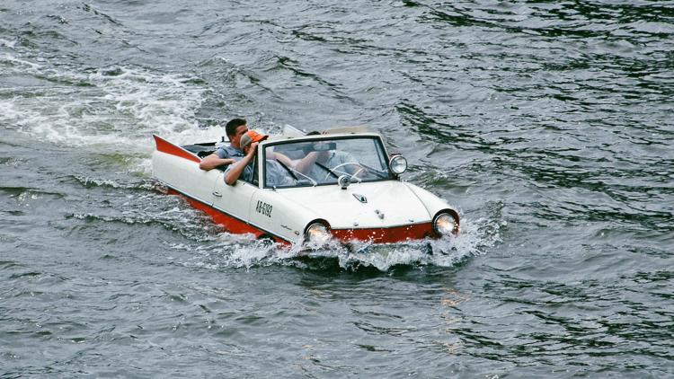 2_floating caravan