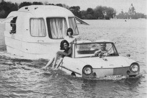 3_floating caravan