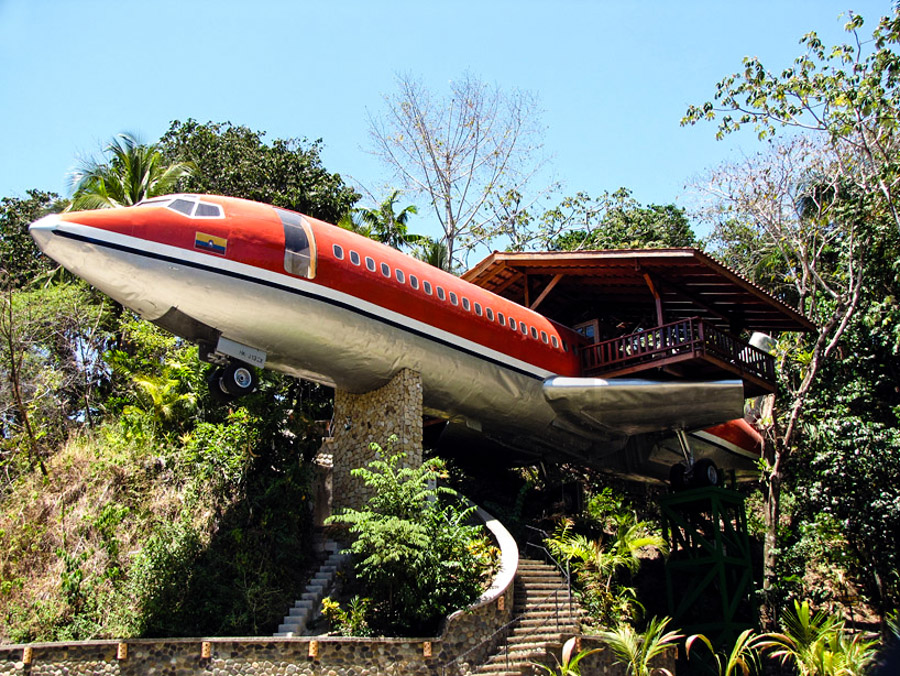 5_airplane house