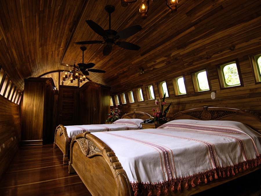 8_airplane house