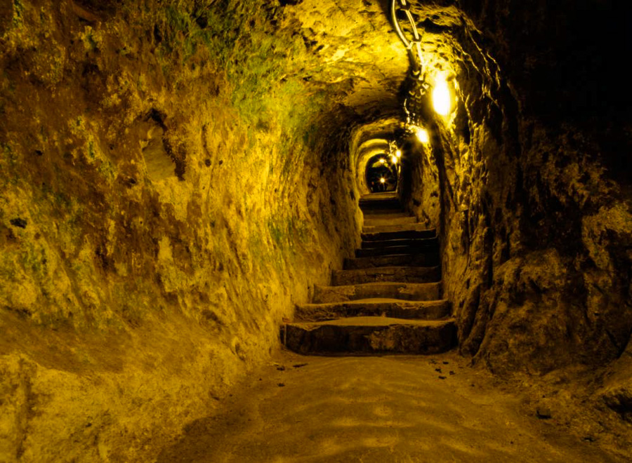 1_5,000-year-old Underground City
