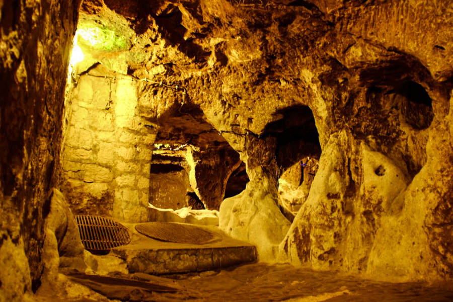 2_5,000-year-old Underground City