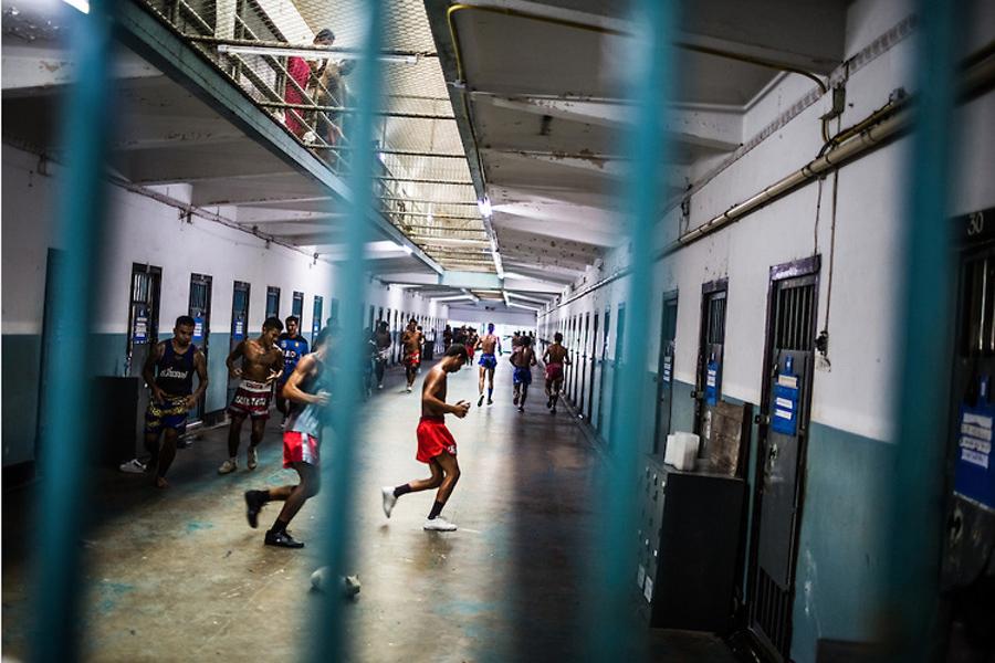 3_prisoners fight reduce sentence