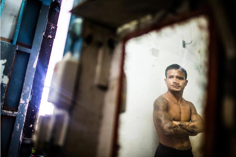 6_prisoners fight reduce sentence