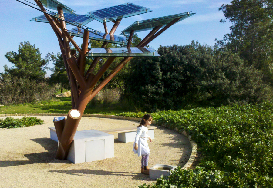 3_solar power tree