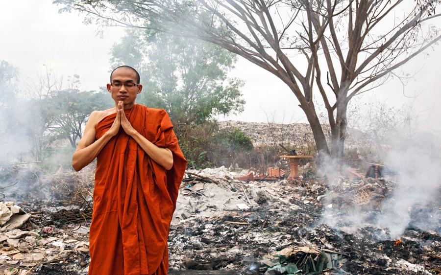 4_Buddhist monks Street Art