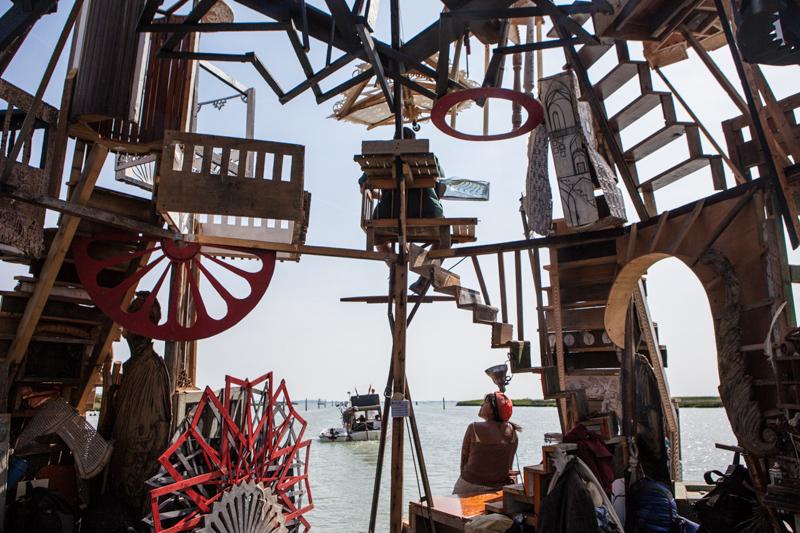 11_Dumpster Diving Artists floating sculptures
