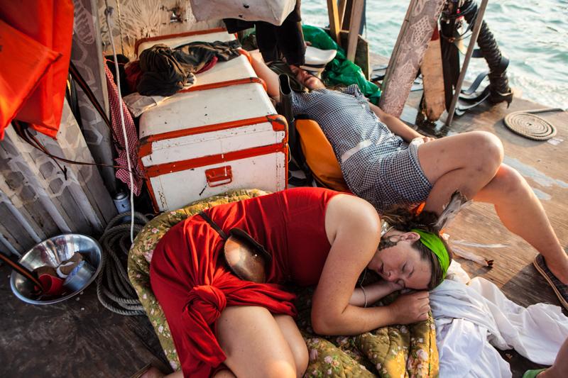 12_Dumpster Diving Artists floating sculptures