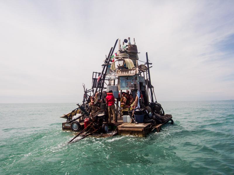 13_Dumpster Diving Artists floating sculptures