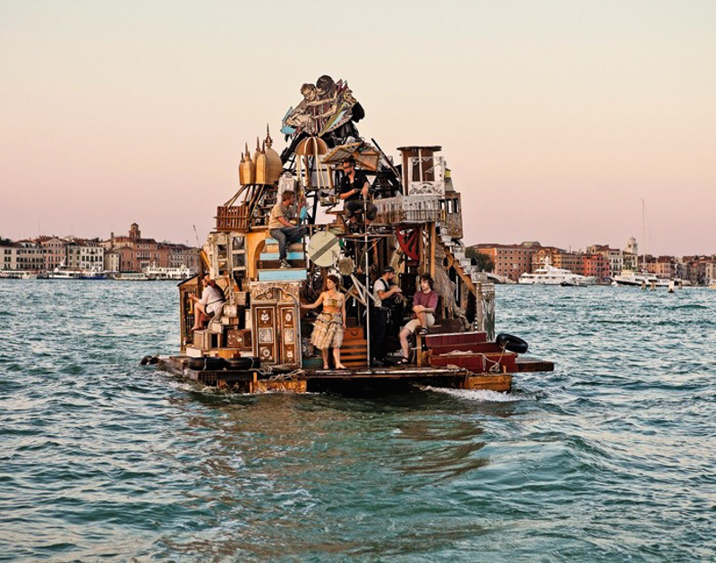 15_Dumpster Diving Artists floating sculptures