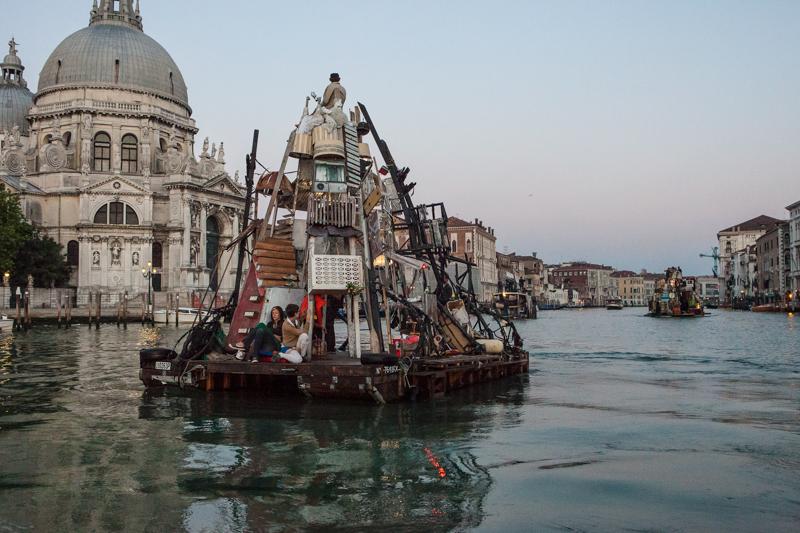 16_Dumpster Diving Artists floating sculptures