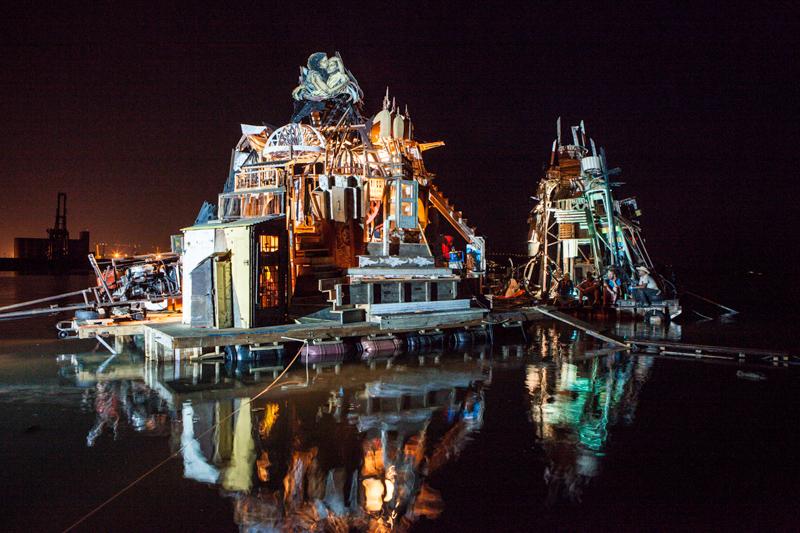 18_Dumpster Diving Artists floating sculptures