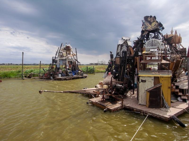 2_Dumpster Diving Artists floating sculptures
