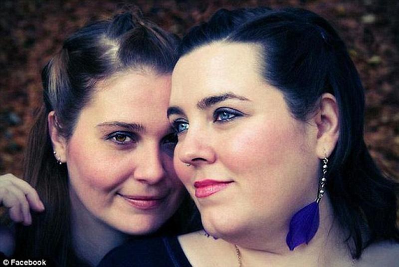 2_Wedding Bakery to pay damages Lesbian Couple