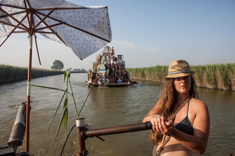 3_Dumpster Diving Artists floating sculptures