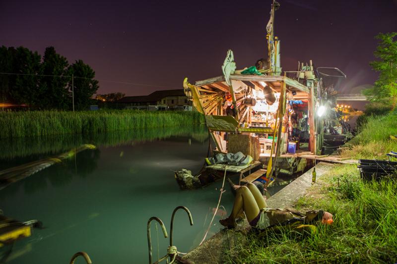 4_Dumpster Diving Artists floating sculptures