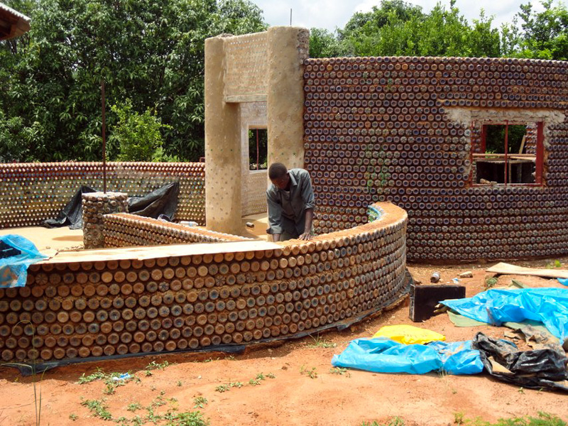 5_House made of plastic bottles