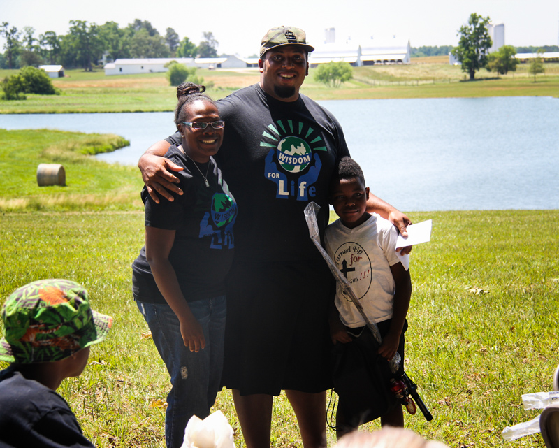 5_NFL Start buys farm and feeds hungry