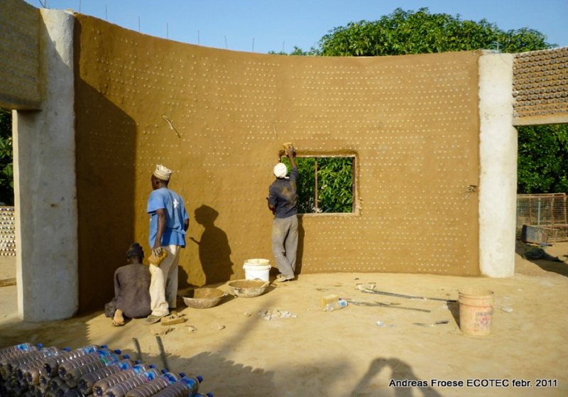 6_House made of plastic bottles