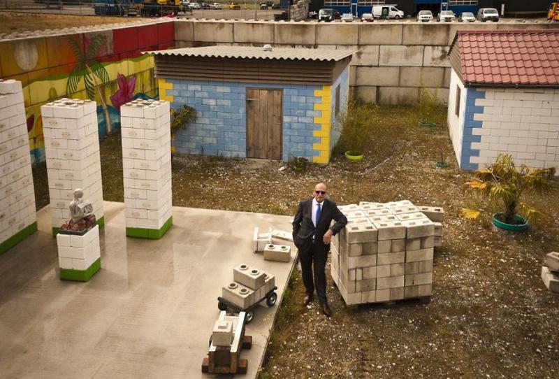 6_disaster debris as lego building blocks