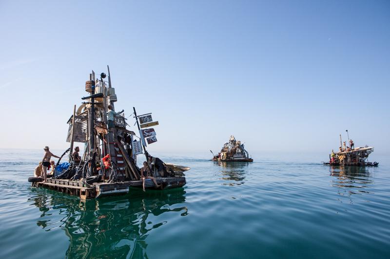 7_Dumpster Diving Artists floating sculptures