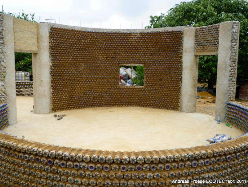 7_House made of plastic bottles